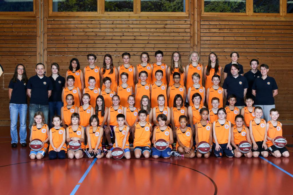 Junioren-ganze-Trainingsgruppe_Basketballschule-Graubünden_Saison-2015-2016_02